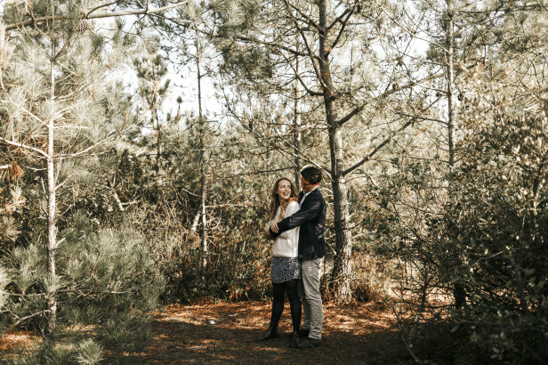 Save the date photo ideas: wedding theme or location